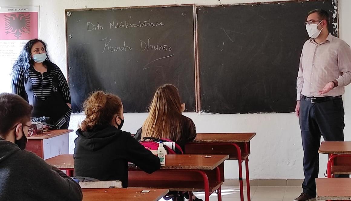 Orë informuese kundër dhunës në shkollë dhe familje.