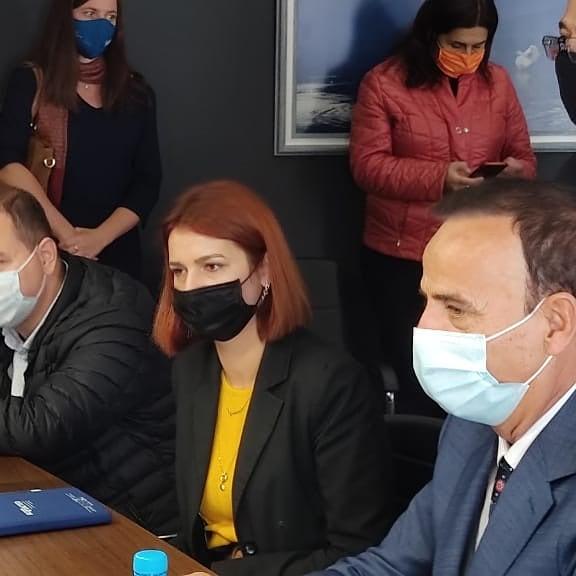 Kryetari Z. Ilir Xhakolli pret në takim delegacionin e UNDP